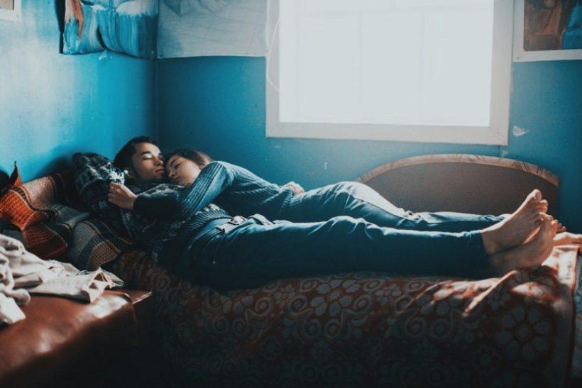 Ο έρωτας κοιμάται και ξυπνά στο ίδιο κρεβάτι