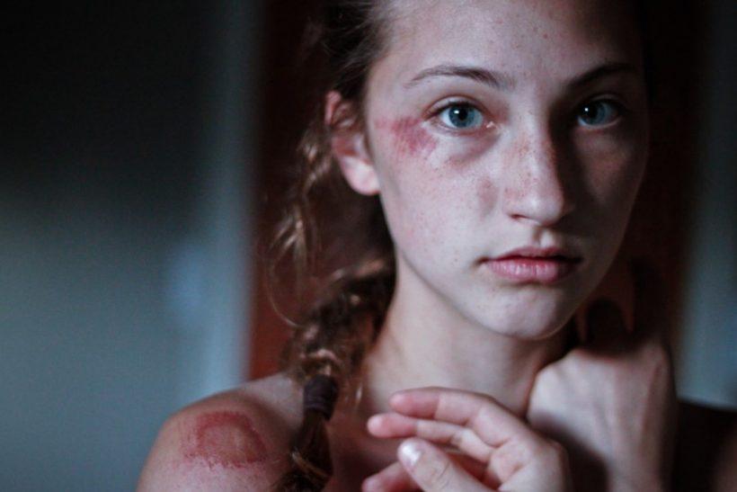 «Με λένε Μαρία και δέχομαι ενδοοικογενειακή βία»