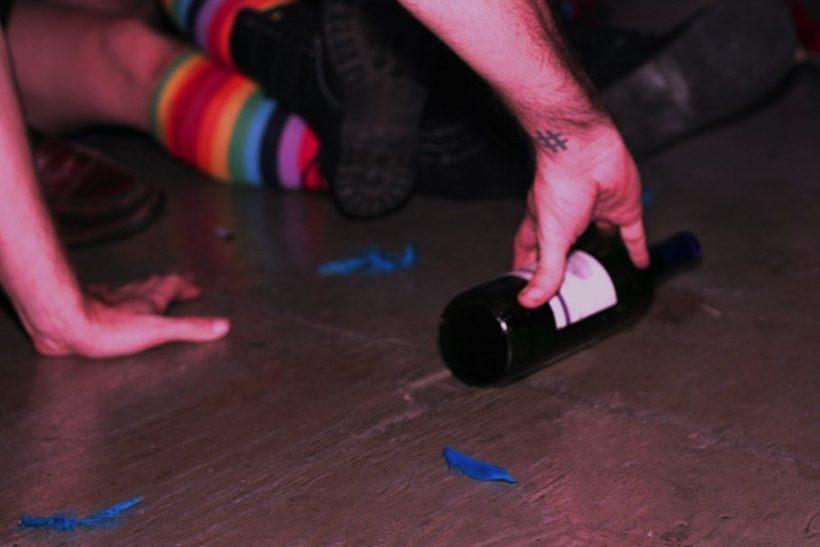 Πυθία, μπουκάλα, αναπτήρας∙ όλη μας η εφηβεία
