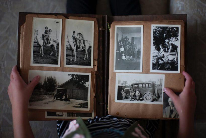 Η γλυκιά νοσταλγία των φωτογραφικών άλμπουμ