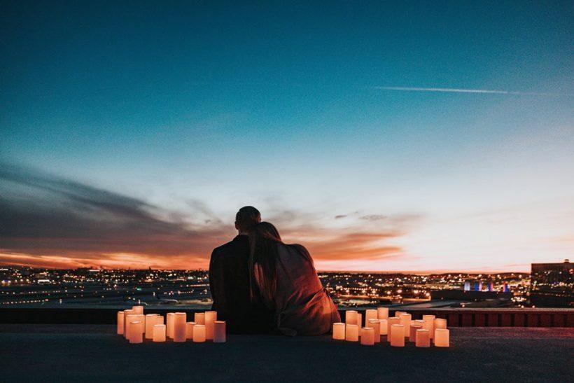 Αρκεί μόνο ο έρωτας νομίζεις;