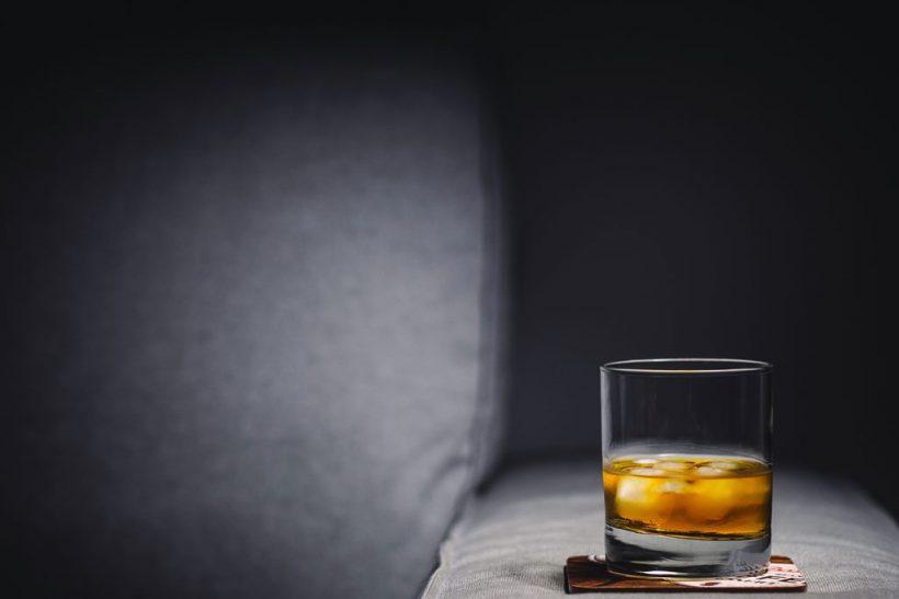 Οι εξομολογήσεις ξεκινάνε με αλκοόλ