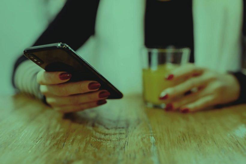 Θ' άφηνες το κινητό σου στο ταίρι σου για 24 ώρες;