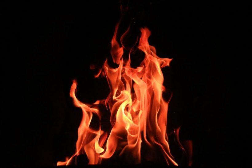Τα μεγάλα πάθη καίγονται μες στη φωτιά τους