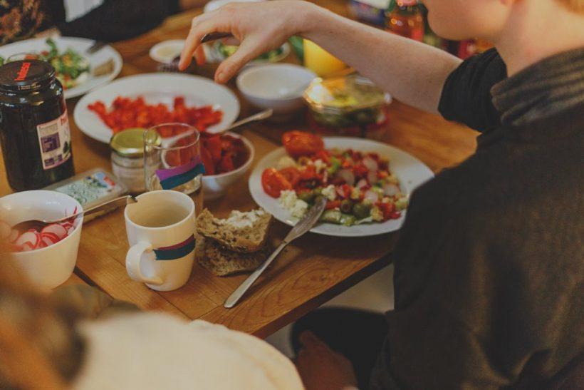 Πώς να φας σαλάτα όταν οι υπόλοιποι γουρουνιάζουν;