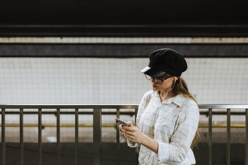 Οι ομαδικές συνομιλίες διευκολύνουν ή παρεξηγούν την επικοινωνία;