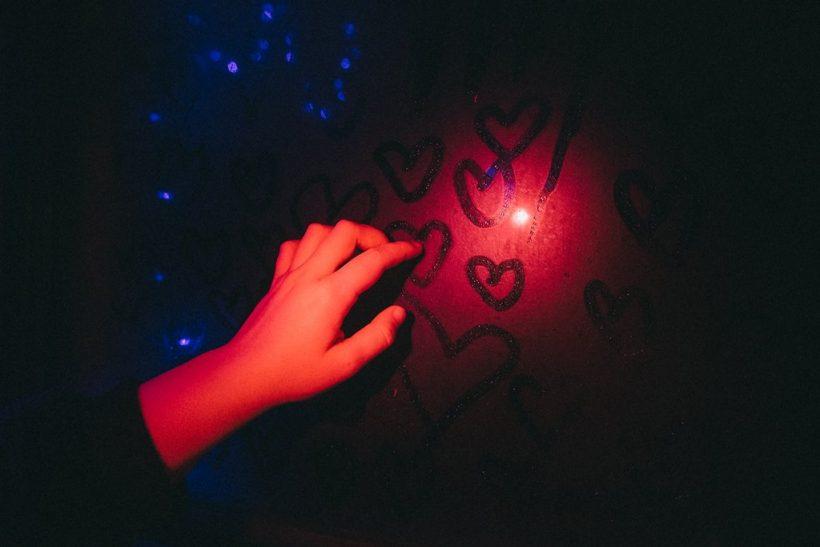 Ν' αγαπάς και ν' αγαπιέσαι∙ μόνο έτσι αξίζει
