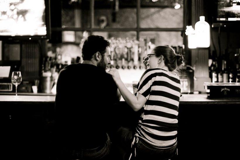 Να πίνεις με κάποιον, όχι για κάποιον!