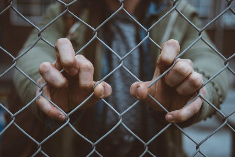 Τα προστατευτικά τείχη 'γιναν φυλακή