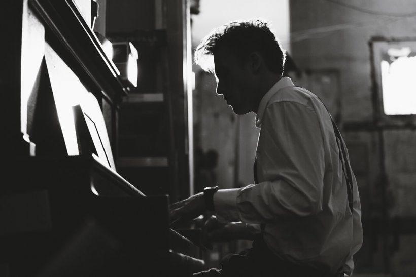 Το κάθισμα του πιάνου χωράει δύο