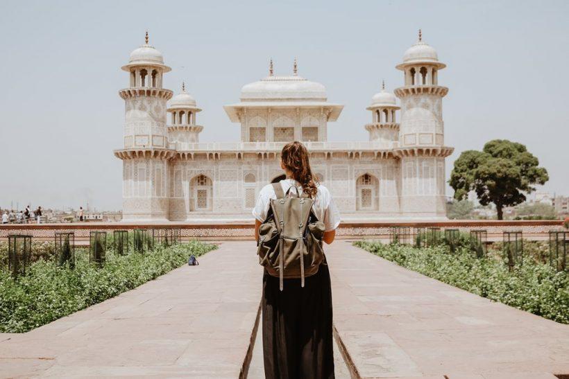Να 'σαι ταξιδευτής, όχι τουρίστας!
