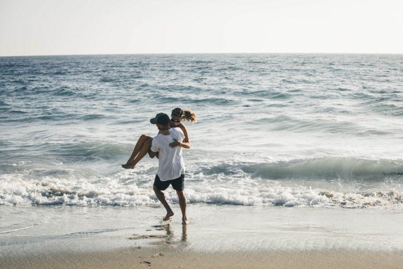 Το καλοκαίρι κάποιοι έρωτες τελειώνουν και κάποιοι άλλοι αρχίζουν!
