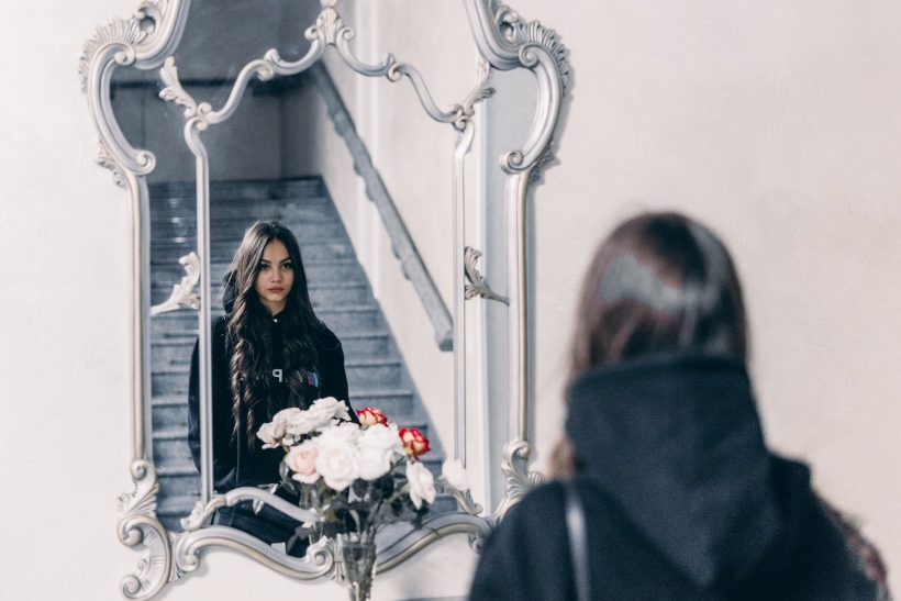 Οι καθρέφτες θυμώνουν όταν τους αγνοείς