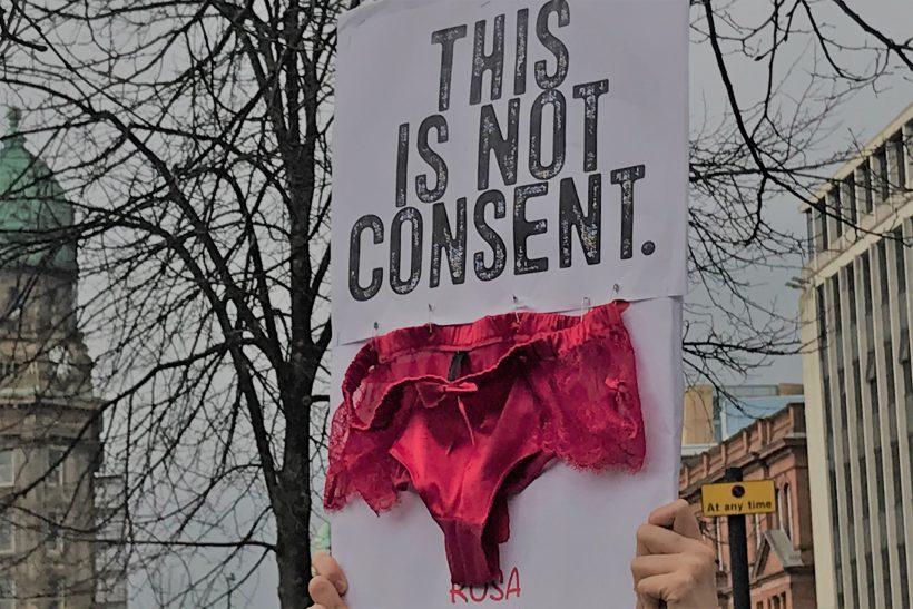 Τα εσώρουχά μας δεν είναι συναίνεση για σεξ!