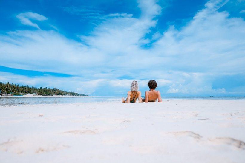 Εσύ και το αμόρε σε παραλία γυμνιστών