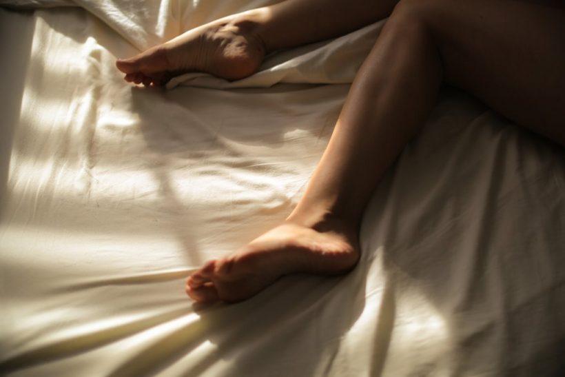 Κοιμήσου γυμνός και δε θα αγοράσεις ξανά πιτζάμες