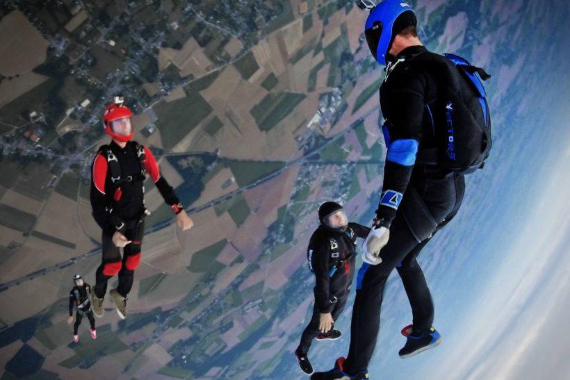Skydiving· τολμάς μια βουτιά στο κενό;
