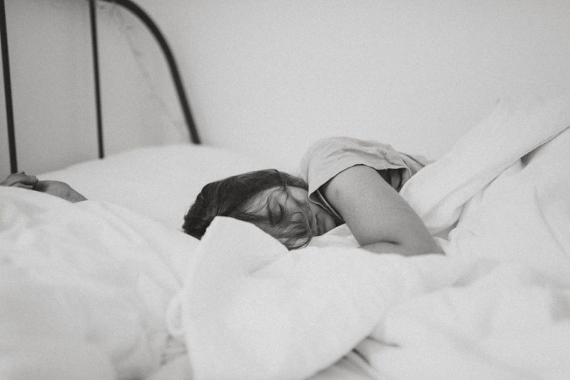 Παραμιλάμε στον ύπνο μας· προκαλούμε γέλιο ή τρόμο