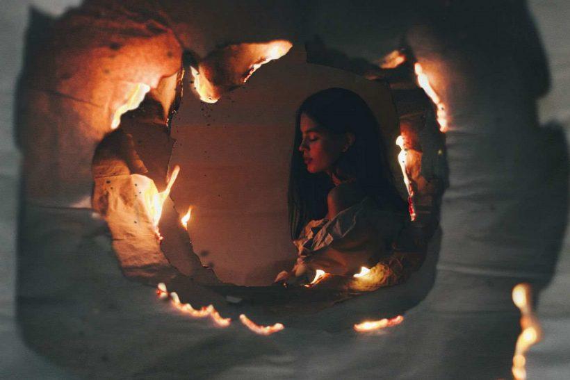 Τα ωραία λόγια, όμορφα καίγονται