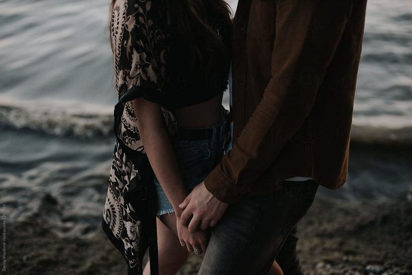 Στο ραντεβού επιδιώκεις «τυχαία» αγγίγματα