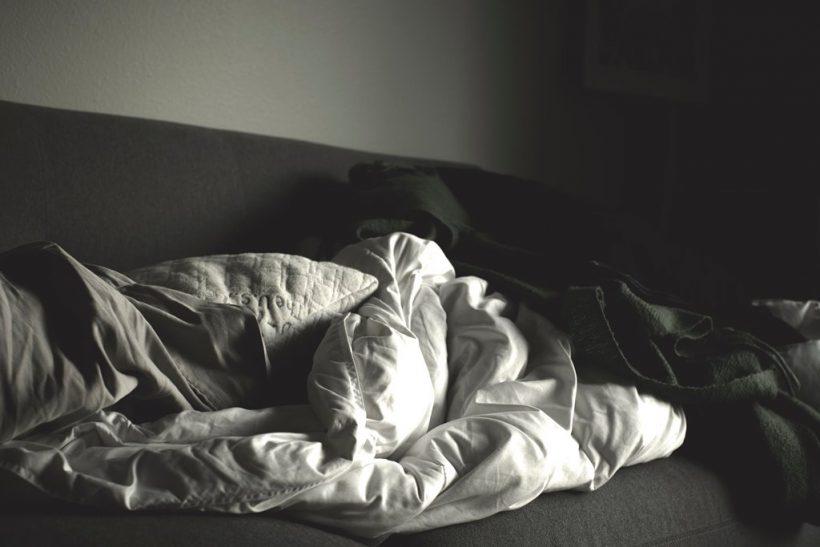 Τον καλύτερο ύπνο τον κάνουμε στον καναπέ