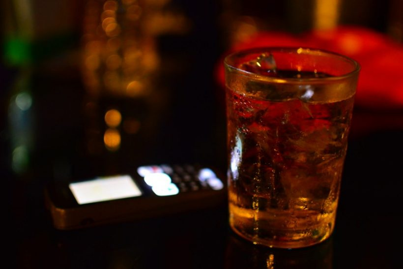 Να πιούμε για τις κακές επιλογές, να μην πιουν αυτές εμάς!