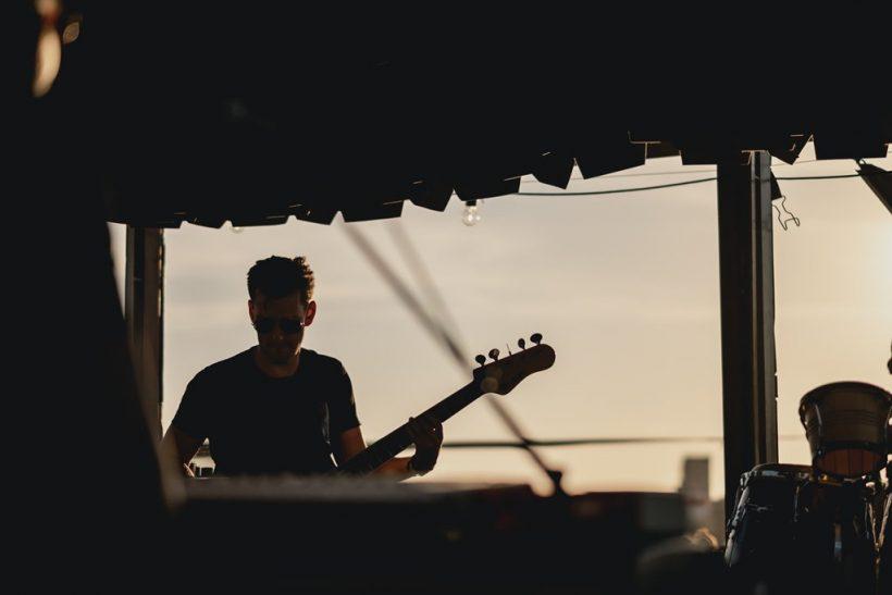 Αν έχεις φίλους μουσικούς είσαι εκεί σε κάθε live