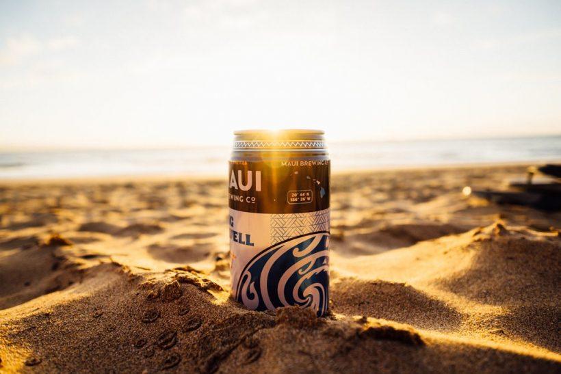 Θάλασσα, ηλιοβασίλεμα και μια μπίρα
