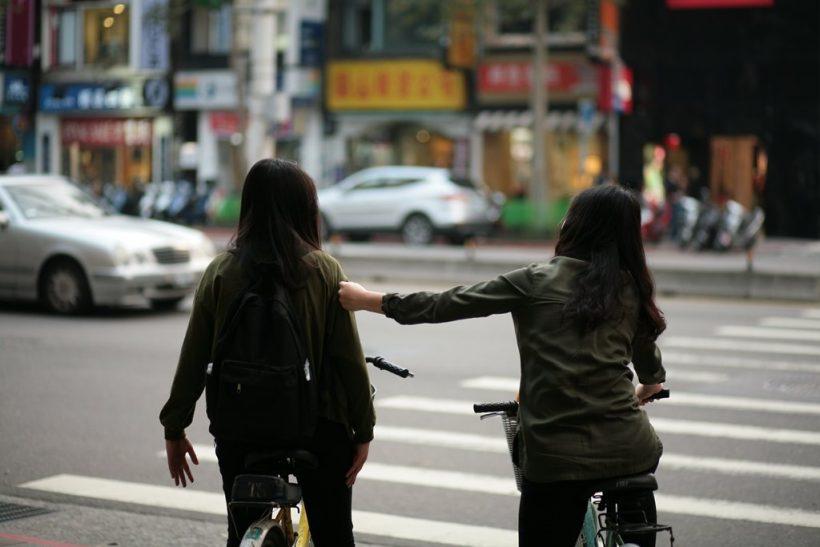 Ανιδιοτελείς φιλίες ή σχέσεις συμφερόντων;