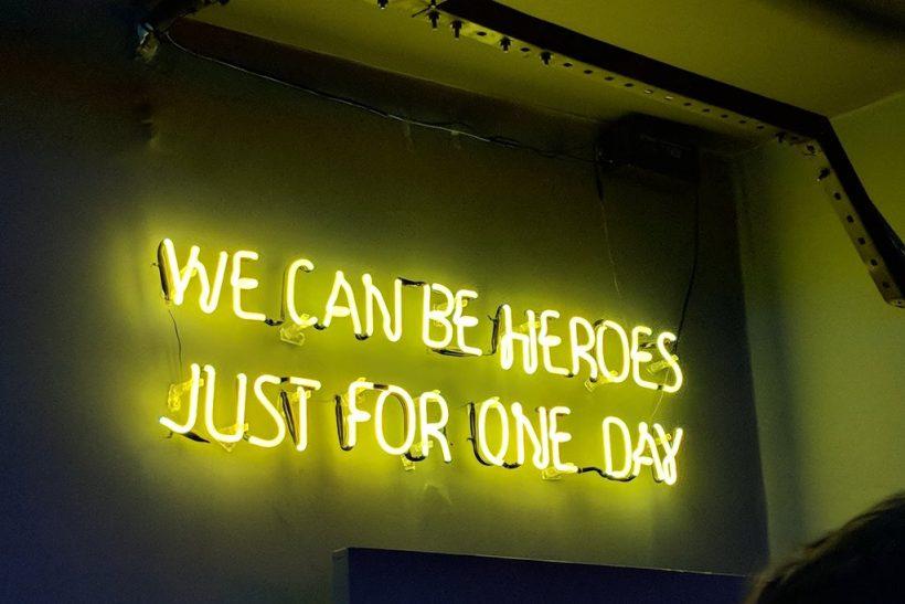Δε χρειαζόμαστε κανένα να μας σώσει