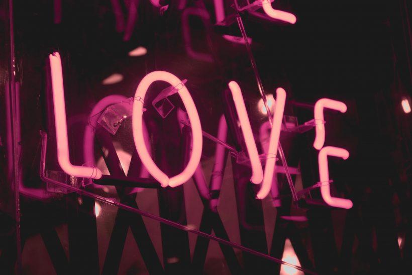 «M' αγαπάς;», μια τρυφερή γεμάτη ανασφάλεια ερώτηση