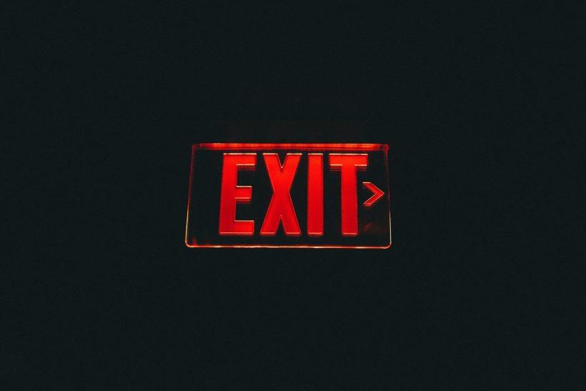 vyveska-nadpis-exit-vykhod