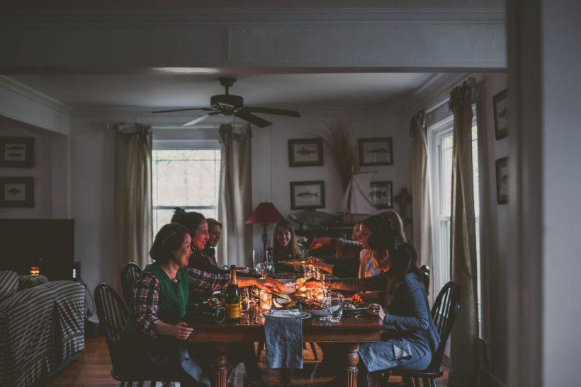 Άραγμα με φίλους στο σπίτι, τι καλύτερο;