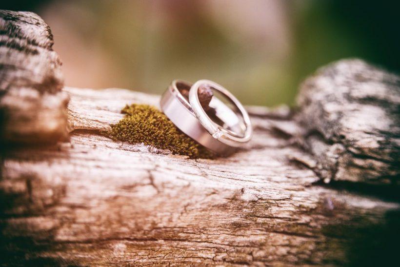 Χωρισμένοι αλλά στα χαρτιά ακόμη παντρεμένοι