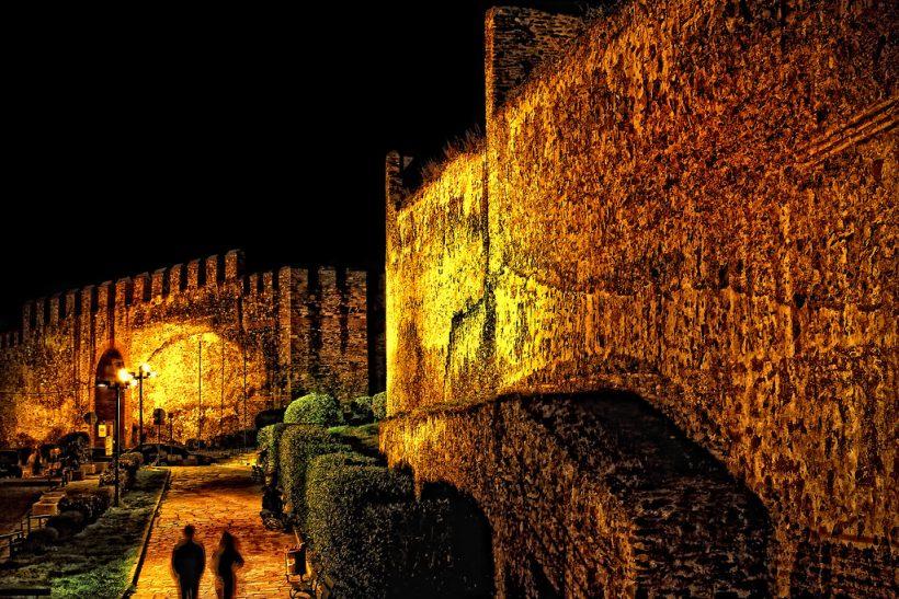 Μια βόλτα μαζί σου στη βραδινή Θεσσαλονίκη