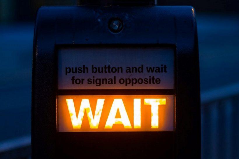 «Μην αγχώνεσαι» λέει, λες και μπορείς να πατήσεις κουμπί