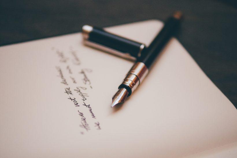 Σε μια κόλλα χαρτί γράφουμε όσα δε λέγονται
