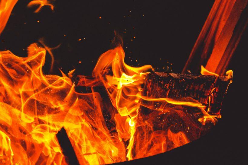 Φωτιές· το πιο ενδιαφέρον γιορτινό έθιμο σε περιμένει στη Φλώρινα
