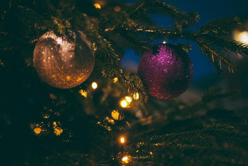 10 χριστουγεννιάτικα κλισέ που λατρεύουμε να μισούμε