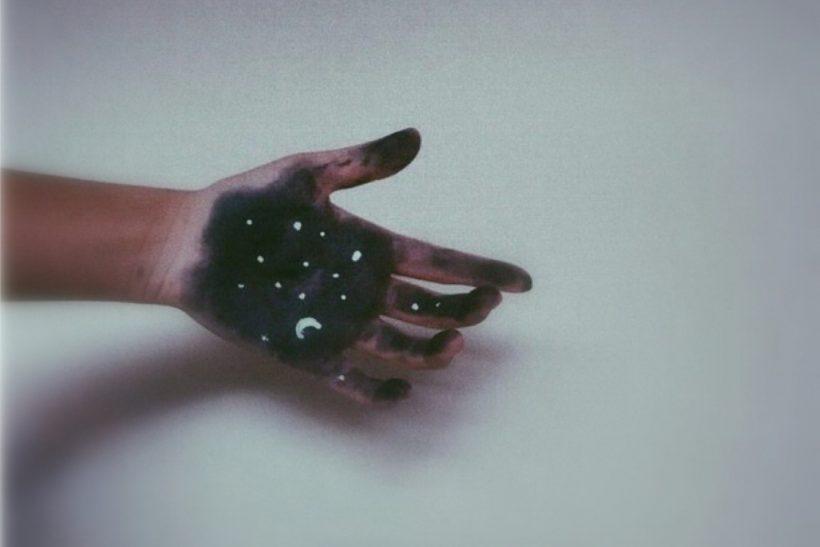 Τα φεγγάρια και τ' άστρα που σου τάξανε ποτέ δε θα σου τα φέρουν