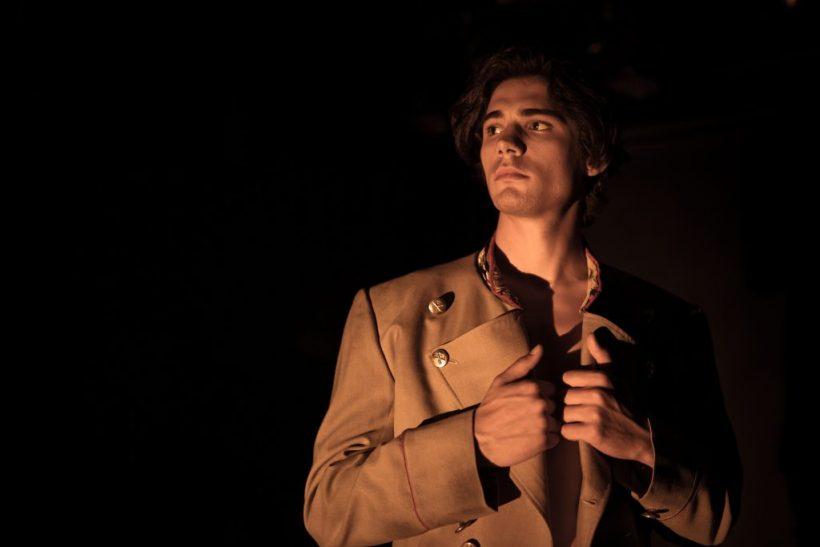 Ο Κώστας Νικούλι φιλοδοξεί, ρισκάρει και φλερτάρει άφοβα