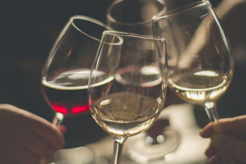 Η ζωή μετά τα 40 γίνεται σαν παλιό καλό κρασί· ωριμάζει και γλυκαίνει