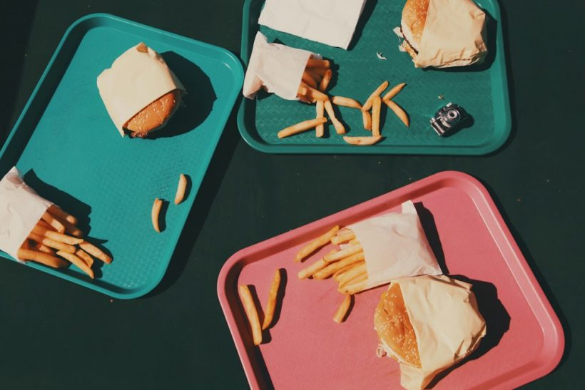 Οι ενοχές σε οδηγούν στο φαγητό και το φαγητό πάλι πίσω σ' αυτές