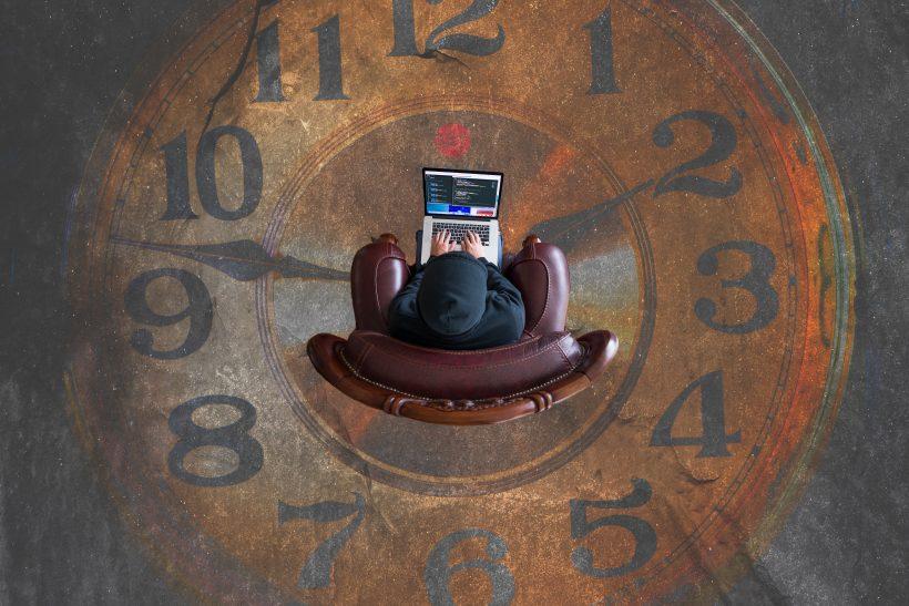 Κοινωνικά πιεσμένοι να βάλουμε στη ζωή χρονοδιάγραμμα