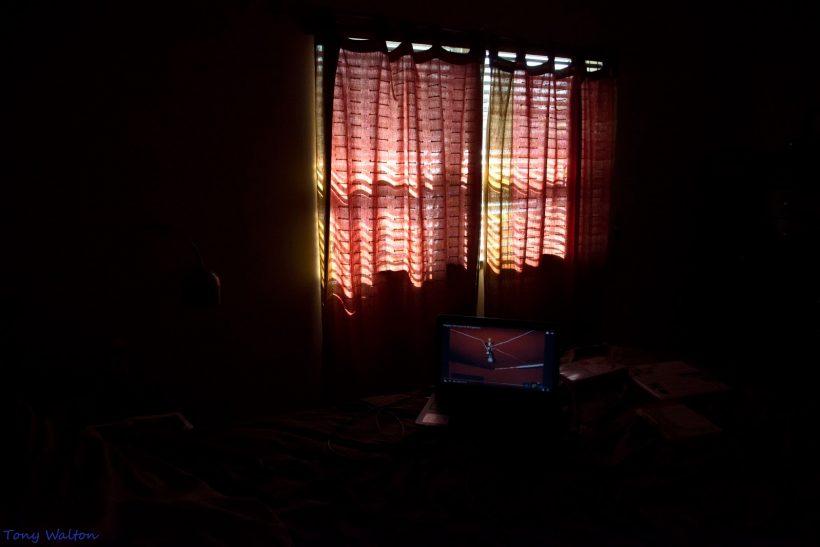 Χωρίς τα σκοτάδια μας κάθε φως θα έμοιαζε λίγο