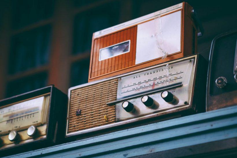 6 τύποι ραδιοφωνικών παραγωγών κι οι παραξενιές τους