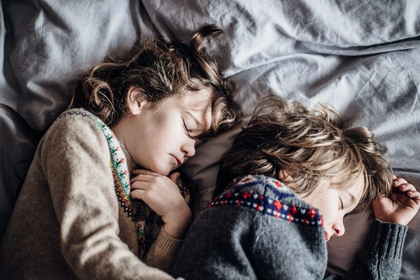 Να κοιμάσαι μαζί με τα παιδιά σου, αυτό σημαίνει ευτυχία