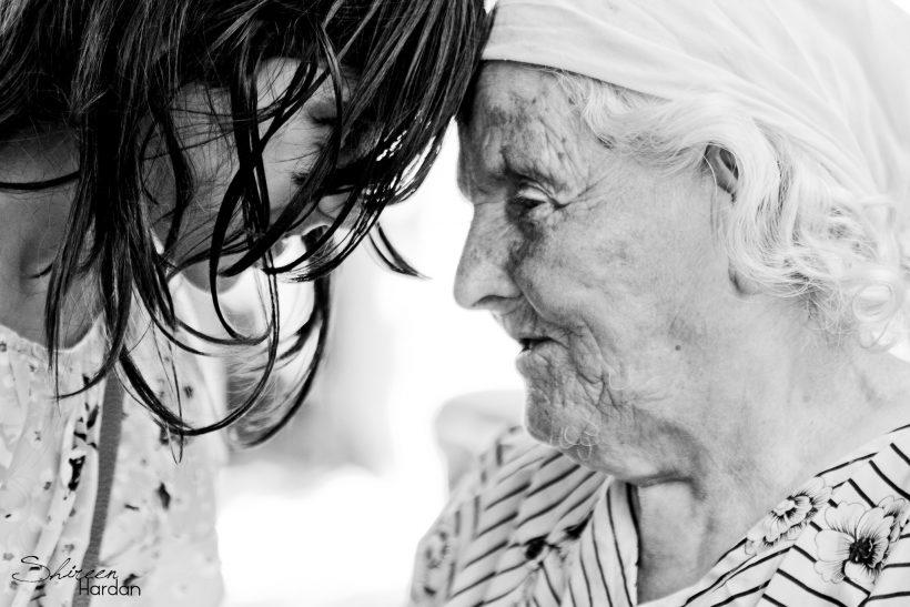 Τρισευτυχισμένοι όσοι μεγαλώσαμε με τη γιαγιά μας