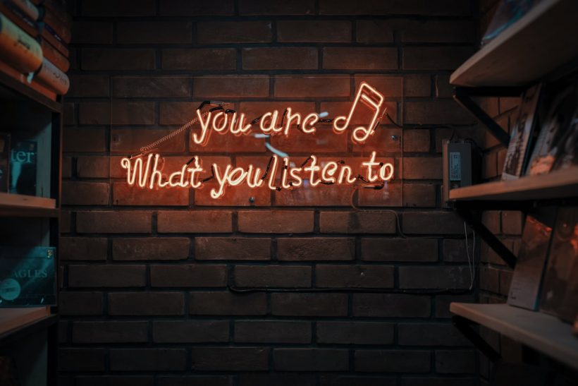 Τόσα είδη μουσικής κι εσύ θα μείνεις στο ένα;