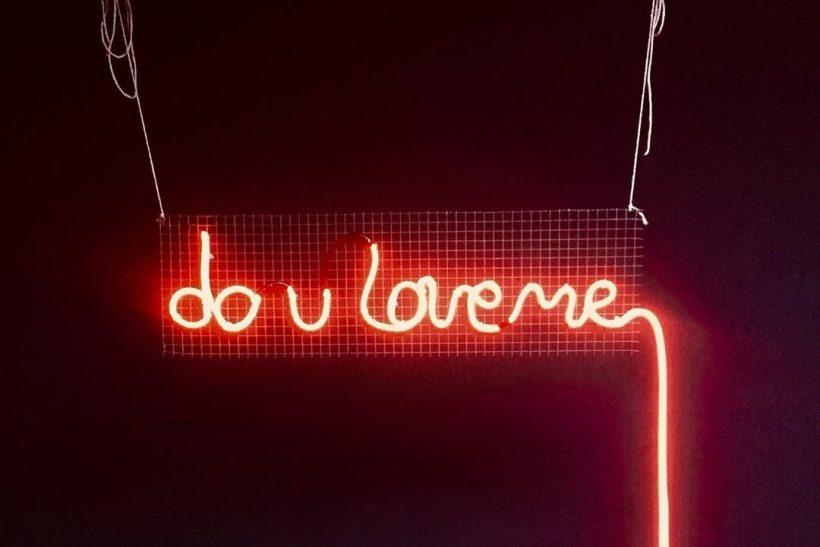 10 ερωτήσεις προς το σύντροφό σου με μια δόση ανασφάλειας